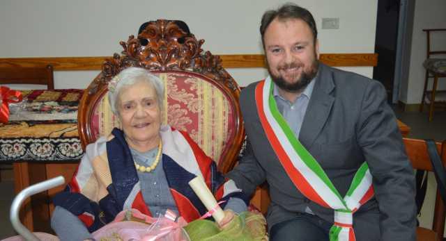 A Quartu è festa per la nuova centenaria Anna Locci