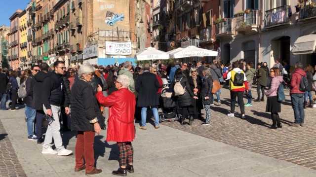 Cagliari, colazione con caffè e zeppole nel Corso per difendere l'area pedonale (Video)