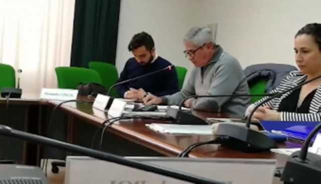 Problemi del cimitero, primo intervento in sardo nella Municipalità bilingue di Pirri
