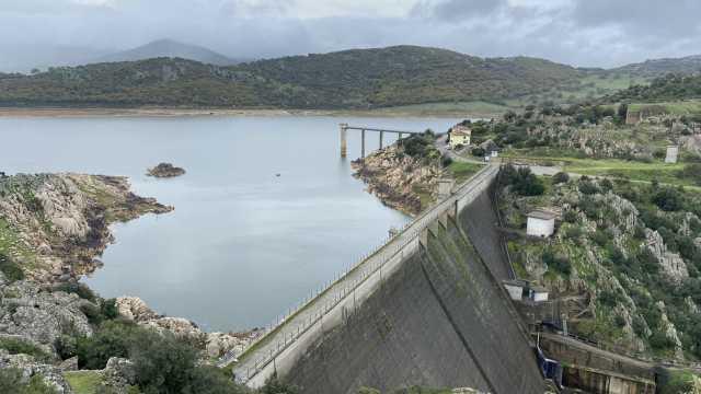Pattada, scarichi e spreco d'acqua dalla diga sul Lerno: