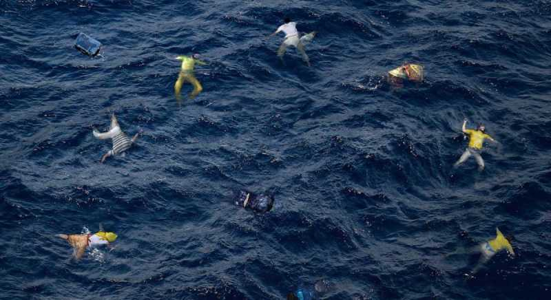 Migranti, nuovo naufragio, affonda un barcone: si temono molte vittime