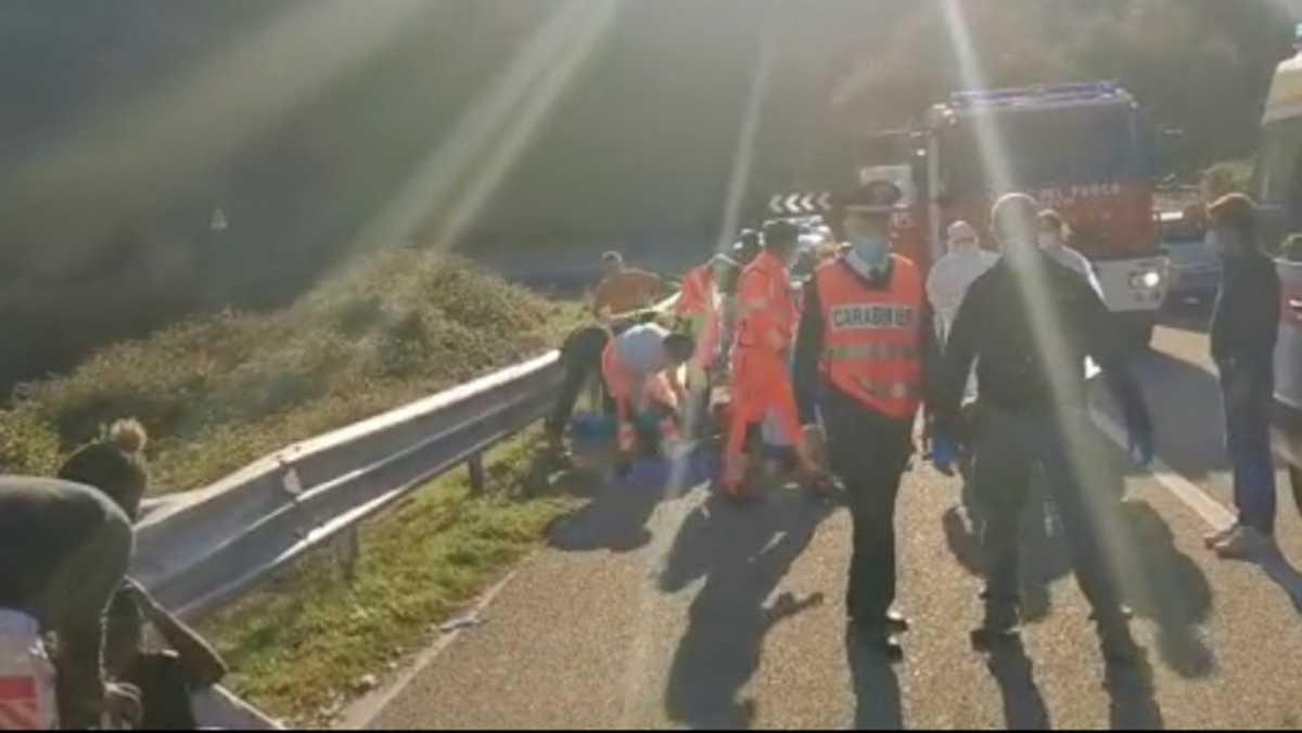 YouTG.NET - Bus precipita nella scarpata, feriti gravi a ...