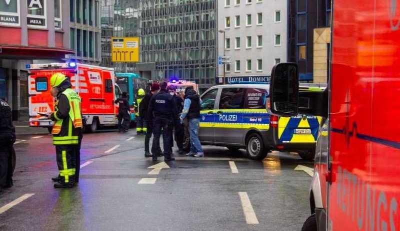 Francoforte, attacco con coltello in centro: diversi feriti, nessuna pista esclusa